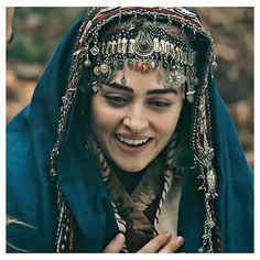 Turkish Art, Turkish Beauty, Hijabi Girl, Girl Hijab, Famous Warriors, Esra Bilgic, Arab Girls Hijab, Casting Pics, Movie Couples
