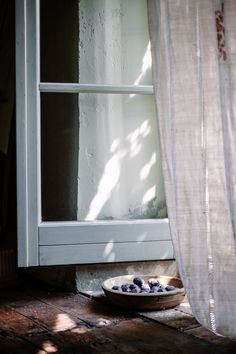 Food photography and visual branding retreat in Tuscany, September Join us. — Catia Lemmi - Food photography and visual branding retreat in Tuscany, September Join us. Window Photography, Still Life Photography, Food Photography, Architecture Design, Vie Simple, Open Window, Window Sill, Small Windows, Natural Home Decor