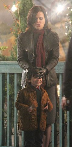 Lana & Raphael on set 28th March. MOMMY REGINA IS THE BEST. OUTLAW QUEEN WILL NOT SINK. I SWEAR.