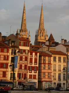 Bayonne, Pays basque, les quais. Travel in France with confidence when you grab a copy of the MOST COMPLETE French travel phrasebook available. With more than 2,000 words and phrases for all kinds of travel scenarios. Plus free audio, menu reader, cultural guide, and pronunciation guide. Get it here: https://store.talkinfrench.com/product/french-phrasebook/