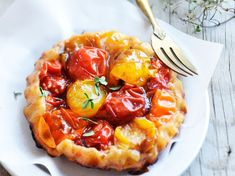 Tatin de tomates au miel et vinaigre balsamique Pizza Legume, Pizza Tarts, Birthday Snacks, Cooking Recipes, Healthy Recipes, Hawaiian Pizza, Vegetable Pizza, Entrees, Side Dishes