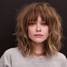Modern Shoulder Length Messy Haircut Styles With Bangs for Women To Reach Perfection Medium Length Hairstyles, Medium Shag Haircuts, Hairstyles With Bangs, Fall Hairstyles, Bang Haircuts, Shaggy Haircuts, Style Hairstyle, Haircuts For Fall, Short Haircuts With Bangs