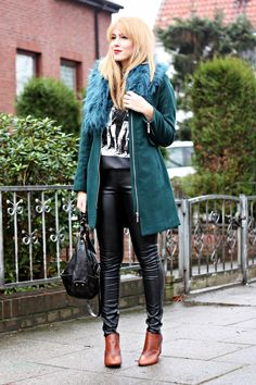 forest green H coat and teal faux-fur collar