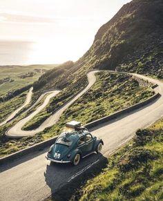 Volkswagen roof rack on a windy road in Europe. Wolkswagen Van, Van Vw, E Portfolio, Beautiful World, Beautiful Places, Vw Vintage, Pt Cruiser, Photos Voyages, Cute Cars