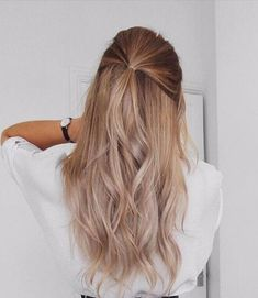 25 Elegant Summer Hairstyle Ideas For Women - Vanessa Drosdow - Hair Styles Summer Hairstyles, Messy Hairstyles, Pretty Hairstyles, Hairstyle Ideas, Hairstyle Tutorials, Blonde Hairstyles, Ombre Hair Color, Blonde Color, Balayage Ombré