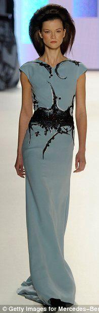 Carolina Herrera - Love the lines on this dress!
