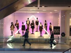 Forever21 stylish and bold window.  Surprisingly the lights are simple fluorescents.