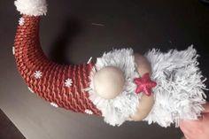 Pokračujeme rukami a škriatka dozdobíme rôznymi dekoráciami, na čiapke a spoji rúk Paper Weaving, Gnomes, Christmas, Xmas, Holiday Ornaments, Bricolage Noel, Paper, Dekoration, Crafting
