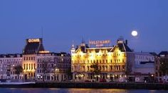 Het Hulstkamp-gebouw is een rijksmonument aan de Maaskade in Rotterdam. Het is een gezichtsbepalend pand aan de noordzijde van het Noordereiland. De Rotterdamse architect Jacobus Pieter Stok ontwierp het in 1888 in Neorenaissancestijl. Kenmerkend is het gebruik van rode baksteen, versierd met witte banden en ornamenten.