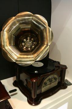 O Gramofone Texas é um dos destaques da Rádio Classic. Ele toca vinil e também possui rádio AM/FM e CD Player. A Eletrolar Show 2012, que acontece de 3 a 6 de julho em São Paulo, é a maior feira brasileira de eletrodomésticos, eletroeletrônicos, celulares e TI