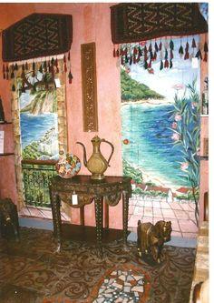 Pittura su muro.Autore M Sambur . Una galeria del arte e antiquariato a Mosca