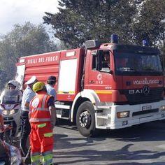 Roma capannone in fiamme sulla Tiberina. Vigili del fuoco al lavoro #lavoratori #salari #tasse #roma #stipendo #INPS
