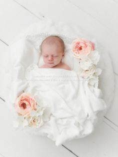 Newborn Photographer Julie Rollins, natural, organic, white, newborn posing, newborn photography, floral newborn photo, baby led, newborn workshop, los angeles newborn photos, orange county newborn photography
