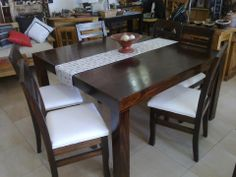 mesa moderna cuadrada para seis personas