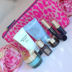 For every one that buys a skincare and foundation product from @EsteeLauderUK you will receive this gorgeous free gift. I for one love this bag! This offer is exclusive to @Debenhams #EsteeLauderGiftTime #ad