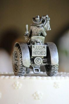Love Wedding Cakes Country wedding cake topper, riding off into the sunset on a tractor. Country Wedding Cake Toppers, Bride And Groom Cake Toppers, Wedding Topper, Redneck Wedding Cakes, Country Grooms Cake, Western Cake Toppers, Western Wedding Cakes, Western Cakes, Tractor Wedding