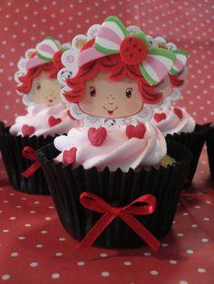Festa da Moranguinho, hoje quando fui deixar os cupcakes estavam montando a arrumando o salão estava muito lindo! Quem estava...