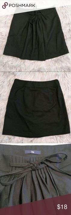 GAP Pleated lined miniskirt GAP Pleated lined miniskirt with bow tie in the front, lined inside. Size 2 Excellent used condition! GAP Skirts Mini