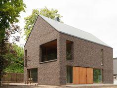 H118 | projecten | design en architectuur studio Gable House, House Roof, Modern Barn, Modern Rustic, Modern Brick House, Bungalow Conversion, Barn Renovation, Build Your Own House, Weekend House