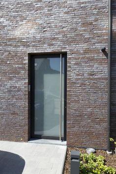 Aluminium buitenschrijnwerk te Boechout Garden Doors, Terrazzo, Windows And Doors, Glass Door, Modern Architecture, Decoration, Entryway, New Homes, Facade