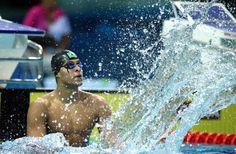 Matheus Santana comemora a conquista da medalha de ouro nos 100 m livre, nos Jogos Olímpicos da Juventude, em Nanquim, na China. Foto: Fei Maohua/Xinhua