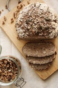 Fantasztikus magkeverékes gluténmentes kenyér recept.