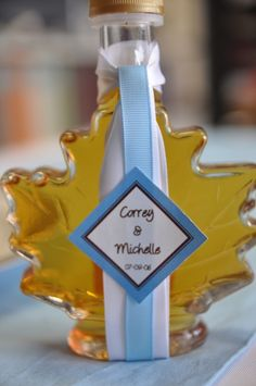 SALE Maple Syrup in Glass Maple Leaf Bottle Favours - $5.00 - Weddingfavours.ca