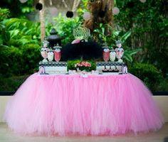 más y más manualidades: Crea bellas faldas de mesa usando tul