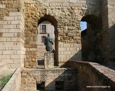 """#Córdoba - Monumento y Plaza a Séneca - 37º 52' 31"""" -4º 47' 8"""" / 37.875278, -4.785556  Lucio Anneo Séneca, en latín Lucius Annaeus Seneca, también conocido como el joven (4 a.C. - † 65 d.C.). Nació en Corduba, en la provincia romana de la Bética (actualmente Córdoba). Hijo del orador Marco Anneo Séneca, fue un filósofo romano conocido por sus obras de carácter moralista."""