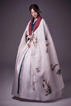 한복 Hanbok : Korean traditional clothes[dress] More Korean Traditional Clothes, Traditional Fashion, Traditional Dresses, Korean Dress, Korean Outfits, Korean Fashion Trends, Asian Fashion, Mode Kimono, Modern Hanbok
