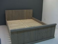 2-persoonsbed van steigerhout en behandeld met grey wash (PBW)
