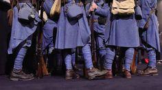APOCALYPSE VERDUN Février 1916. La Première Guerre mondiale dure depuis deux ans. Elle a déjà fait plus de 3 millions de morts. Et pourtant aucun des belligérants ne parvient à prendre l'ascendant sur l'autre.  A partir d'un fonds de plus de 500 heures d'archives restaurées et superbement mises en couleur, Apocalypse Verdun, d'Isabelle Clarke et Daniel Costelle, nous offre une plongée terrible de 90' au coeur d'une des plus grandes batailles de tous les temps.