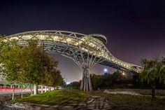 The Aga Khan Award for Architecture Announces 2016 Shortlist,Tabiat Pedestrian Bridge, Tehran, Iran, Diba Tensile Architecture / Leila Araghian, Alireza Behzadi. Image Courtesy of The Aga Khan Award for Architecture