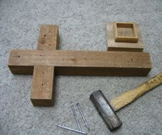 How to make a wooden cross. This would be a great portable cross for Faith Sharing gatherings & Retreat. Mosaic Crosses, Wooden Crosses, Crosses Decor, Wall Crosses, Wooden Projects, Wooden Crafts, Wooden Diy, Horseshoe Projects, Pallet Cross