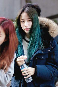 beautiful, dyed hair, girl, hani, hot pink, korean, kpop, le, long hair, pretty, singer, solji, exid, ahn hani, ahn heeyeon, junghwa, hyerin, heeyeon, two hair colors