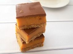 This easy Caramel Slice recipe is one of my all time favourite slice recipes and it really is super simple to make both conventionally and in a Thermomix. Easy Caramel Slice, Chocolate Caramel Slice, Chocolate Recipes, Baking Recipes, Cookie Recipes, Dessert Recipes, Dessert Bars, Dinner Recipes, Afternoon Tea Recipes