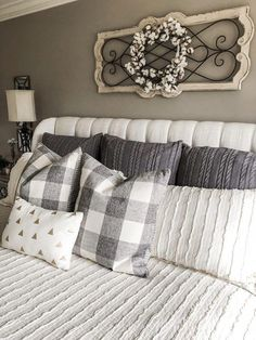 Home Remodeling Decor How to create a neutral master bedroom that's cozy and cute with decor, bedding and more - Today I'm sharing some tips on how to create a neutral and cozy master bedroom! One you can relax in, be proud of and enjoy! Farmhouse Bedroom Furniture, Bedroom Furniture Design, Home Decor Bedroom, Diy Home Decor, Farmhouse Decor, Farmhouse Style, Bedroom Bed, Master Bedrooms, Modern Bedroom