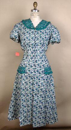 Day dress made of cotton period dress in 2019 винтажны Farm Fashion, 1940s Fashion, Vintage Fashion, Vintage Style, Fashion Boots, Style Fashion, Vintage Dresses, Vintage Outfits, Vintage Clothing