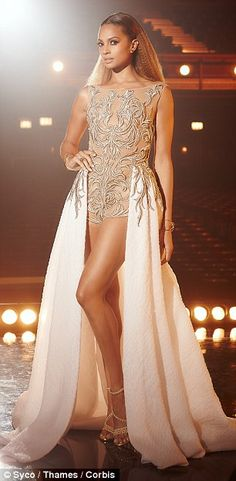 Hue's looking at you: Alesha Dixon (left) and Amanda Holden (right) look incredible in golden outfits in new promo shots for Brtain's Got Talent Amanda Holden, Alisha Dixon, Britain Got Talent, Tony Ward, Romper Dress, Celebrity Look, Beautiful Celebrities, Beautiful Women, Well Dressed