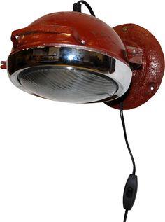 Genbrugs-væglampe med et COOL look, lavet af en original gammel traktorlygte