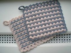 Inge's Creations: Pot Holders of Tyyne Crochet Hot Pads, Crochet Diy, Crochet Home, Crochet Stitches Patterns, Quilt Patterns, Stitch Patterns, Knit Vest Pattern, Crochet Potholders, Crochet Kitchen