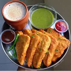 [New] The Best Snack Ideas Today (with Pictures) - These are the best snack ideas today (with pictures). Indian Snacks, Indian Food Recipes, Indian Foods, Indian Sweets, Pakora Recipes, Samosa Recipe, Bengali Food, Shot Recipes, Indian Breakfast