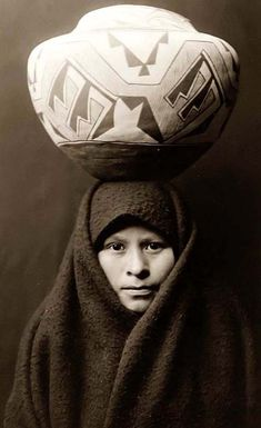 """""""Zuni girl with jar"""" A girl of the Zuni tribe, headcarrying a Native American pottery jar, in New Mexico. Head-and-shoulders portrait, from The North American Indian, by Edward S. Native American Photos, Native American Pottery, Native American Women, Native American History, Native American Indians, Native Americans, American Girl, Arte Tribal, Photo Portrait"""