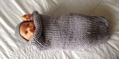Une chaussette d'emmaillotage au tricot - Modèle Prima - Tuto ici : http://www.hellocoton.fr/to/1owei#http://www.prima.fr/mode-beaute/une-chaussette-demmaillotage-au-tricot/7977024/