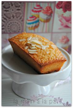 Financiers au caramel au beurre salé Apple Tea Cake, Cinnamon Tea Cake, Lemon Tea Cake, Mini Desserts, Desserts With Biscuits, Desserts Caramel, Chocolate Tea Cake, Flourless Chocolate Cakes, Homemade Tea