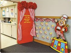 Carnival Door Decoration Idea - Y'all are helping me make this for next school year, and :D Carnival Bulletin Boards, Circus Theme Classroom, Classroom Door, Preschool Circus, Preschool Classroom, Classroom Ideas, Circus Activities, Kindergarten, Carnival Decorations