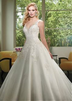 Junoesque Tulle V-neck Neckline A-line Wedding Dresses With Lace Appliques