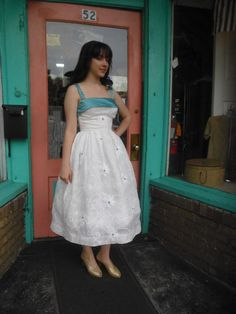 Vintage Wedding Prom New Look Party Dress 1950s  Embroidered White Organza Dress  32 Bust Free U S Shipping