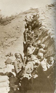 Spain - 1936-39. - GC - La XIVe Brigade Internationale - Les soldats de la XIVe Brigade dans les environs de Madrid. Photo publiée dans Le Soldat de la République