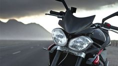Triumph Triple R 2014 is sportier version of the Street Triple R's standard model muscular and stocky looks combined with handling a sporty design Triumph Triple, Triumph 675, Triumph Street Triple, Triumph Motorcycles, Cool Bikes, Motorbikes, Specs, Abs, Vehicles
